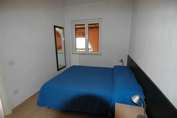 Camera matrimoniale in appartamento in affitto al mare